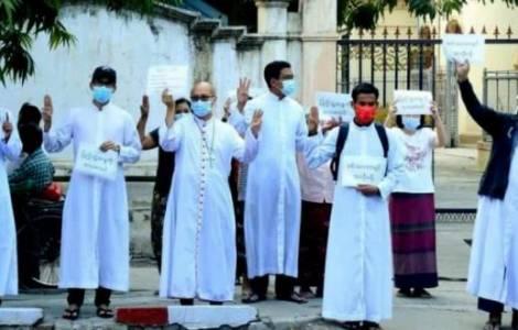 Sacerdoti arrestati in Myanmar